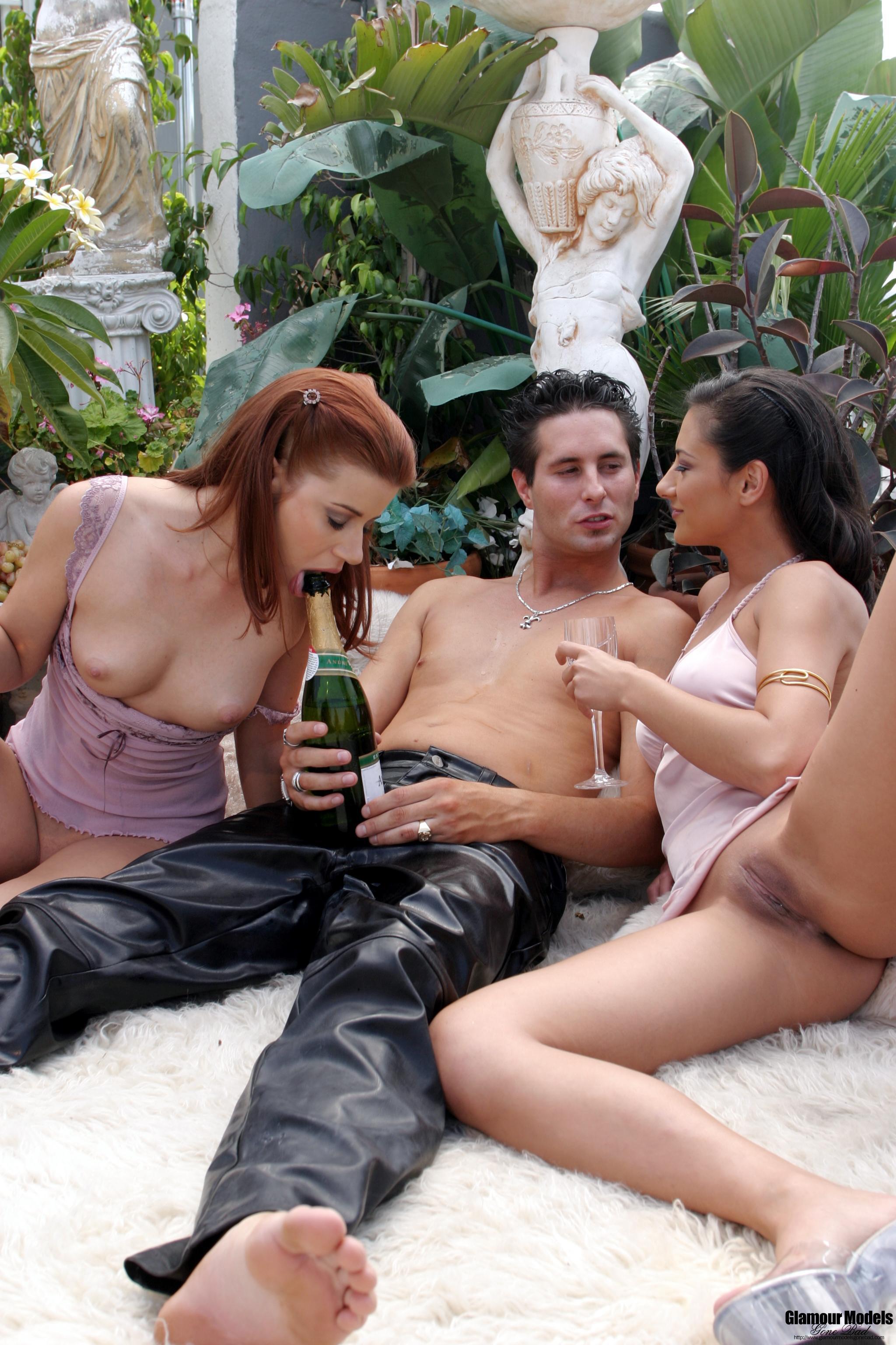 Секс втроем с мулаткой 10 фотография