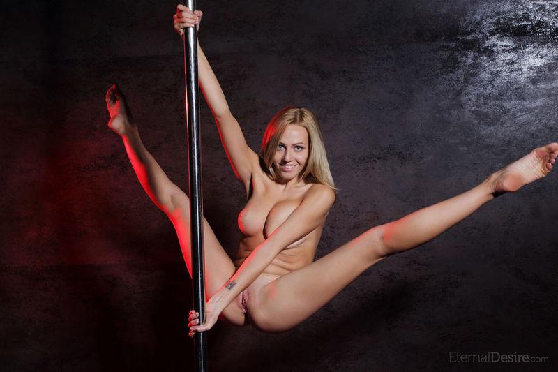 фото стриптиз женщины
